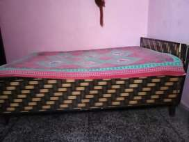6/4 box bed text only 9 a.m -4 p.m day