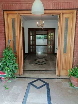 2 kanal house for rent in johar town lahore near emporium mall. Direct
