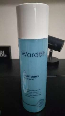 Wardah Lighteining Toner