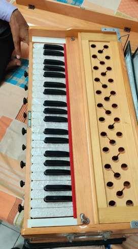 42 Keys Harmonium