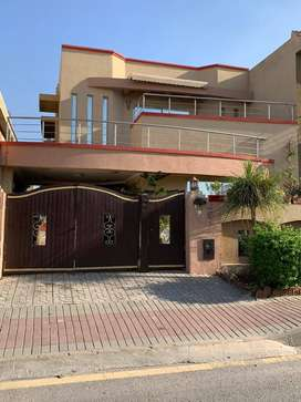 10 marla house 5 bed for sale in Bahria town phase 4 near arena cinema