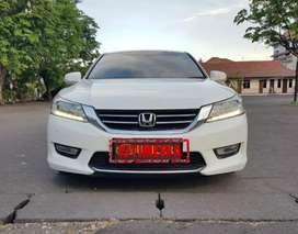 Honda accord 2.4 vtil at 2013 putih