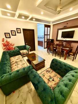 Luxury 3bhk fully furnished flat at panchsheel colony nearby dcm