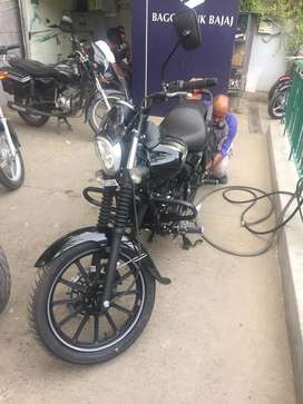 Avenger 180cc with tubeless tyres and AMC free service