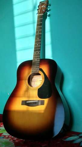 Yamaha F310 acoustic sunburst guitar