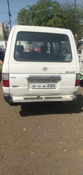 Toyota Qualis 2002 Diesel 180000 Km Driven