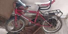 साइकिल बेचना है