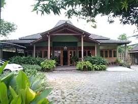 Rumah besar 5 kamar di lingkungan pemukiman yang bagus dan asri