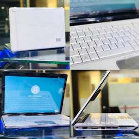 All laptop Are avalible in best price with free mouse Dell Hp Samung
