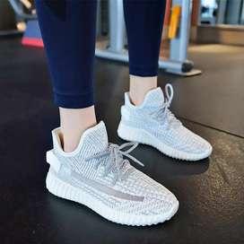 Sepatu Sneakers Pria Import Yezzi