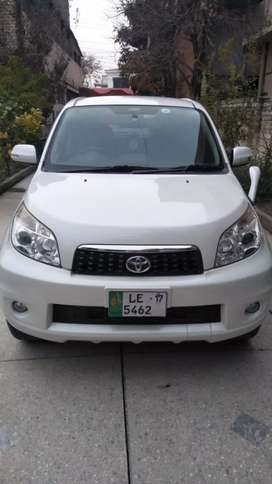 Selling Toyota Rush 2012. 4 by 4