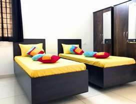 Male pg new tower furnished 15 th flore 5500 near station borivali w