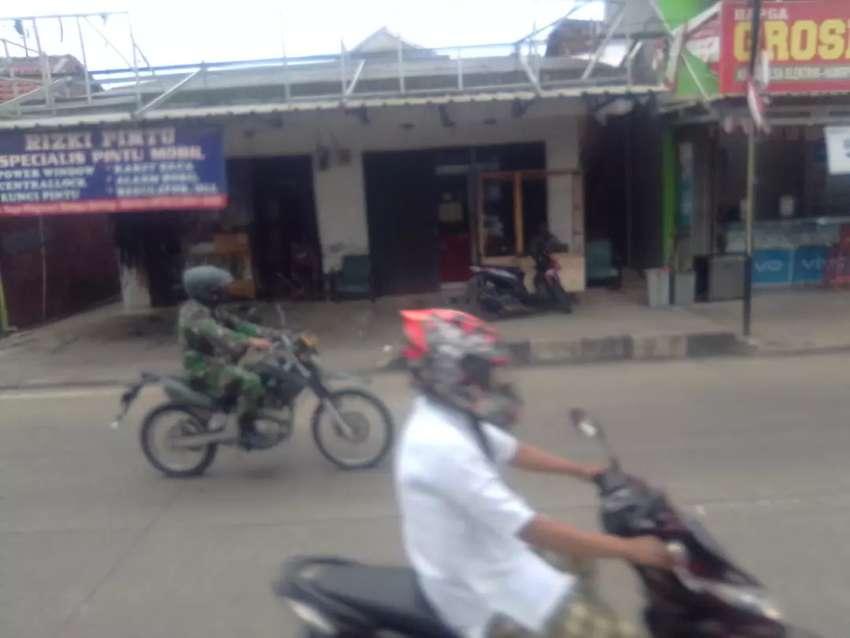 Disewakan toko di pinggir.  pinggir jalan raya Pandeglang, kota Serang