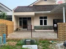 Rumah di sewakan siap huni ,baru di renovasi di komp. Mega Kebun Jeruk
