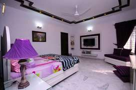 VVIP WELL FURNISHED ROOM AVAILABLE FOR RENT
