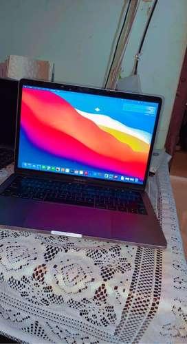 Apple mac book pro 8/256