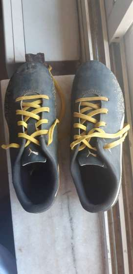 Soccer shoes, UK 3, appropriate for age 6-8 yrs, good condition