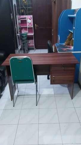Meja kantor ,kualitas bagus,tebal dan kokoh,Meja kerja +Free Ong
