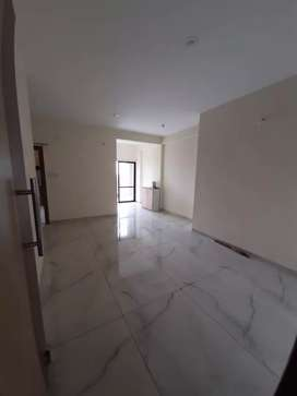 3bhk flat available only for families on rent at kanadia road plz call