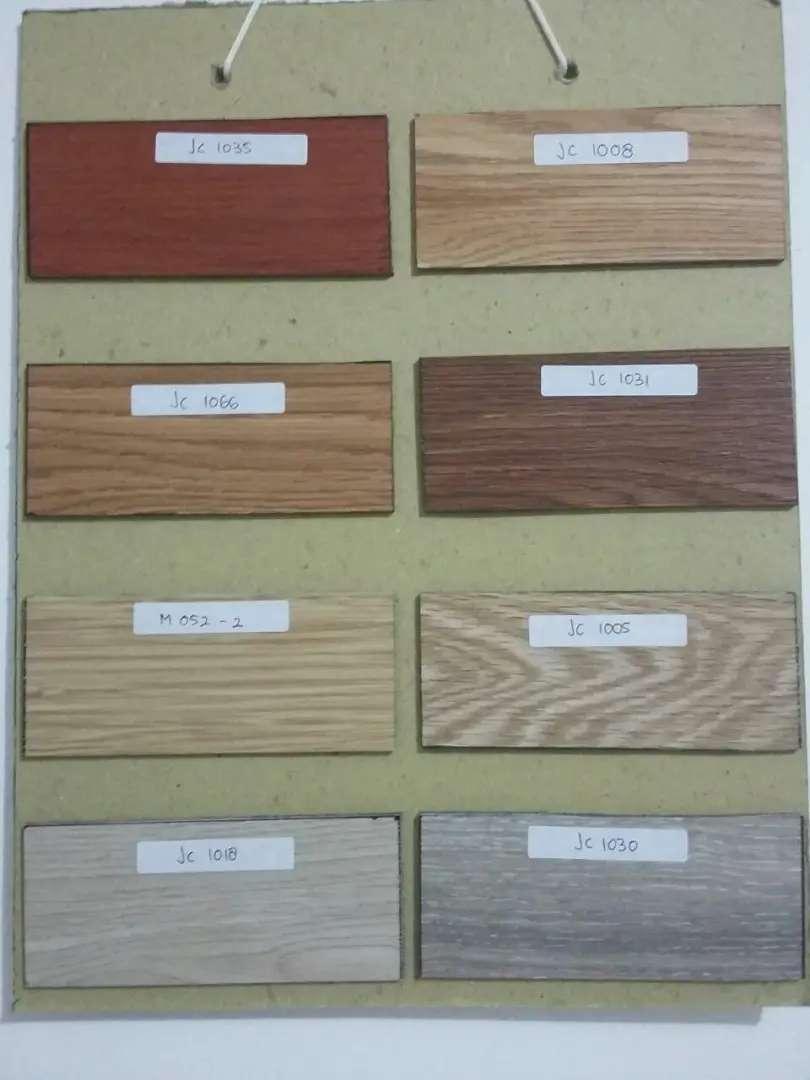 lantai vinyl motif kayu 0