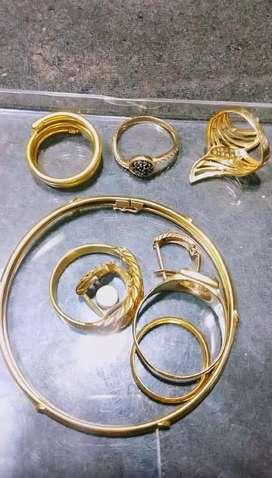 Kami menerima perhiasan emas dengan harga tinggi