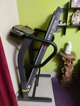 BSA ADLER TX 003 Motorized Treadmill 1.5 HP DC. Worth Rs 35,000.