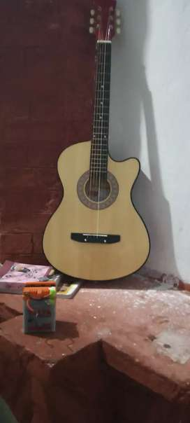 acoustc guitar 38inch with strings pack