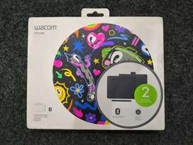 Wacom intous small black with pen box charging cable and 3 pins