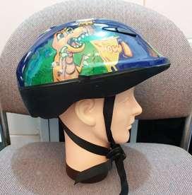 Helm skateboard dan sepatu roda size M
