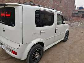 Nissan Cube 1345cc neat and clean car