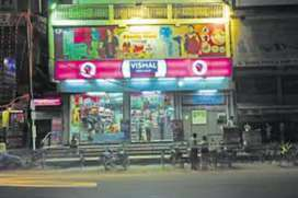 Required freshers male and female candidates in shopping mall
