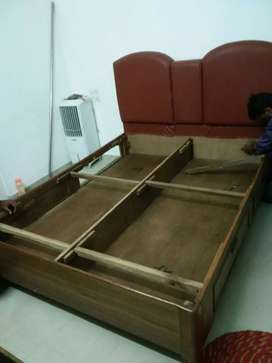 Queen size wood bed (Without Mattress)