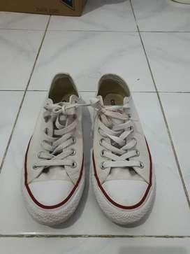 Sepatu Convers putih