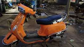 This is one hand scooter from vespa sxl 125