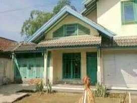 Rumah Teduh Model Kuno di Muntilan
