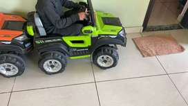 Kids Battery jeep Car rechargeable in gud condition