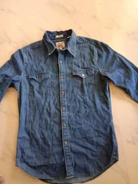 LEVIS SMALL SIZE