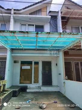 Dijual Rumah 2 Lantai Kondisi Standar di Golden Palm