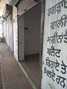 Shop for rent  on Kpt to gonidwal sahib road