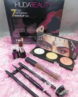 Huda Beauty 7 in 1 Fashion Makeup Set