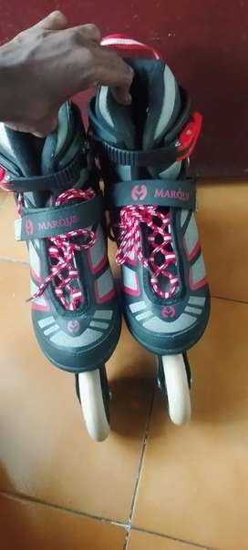 In liner skating shoes
