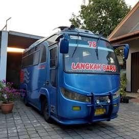 Bus engkel New armada
