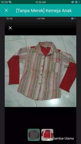 Kemeja merah kecil
