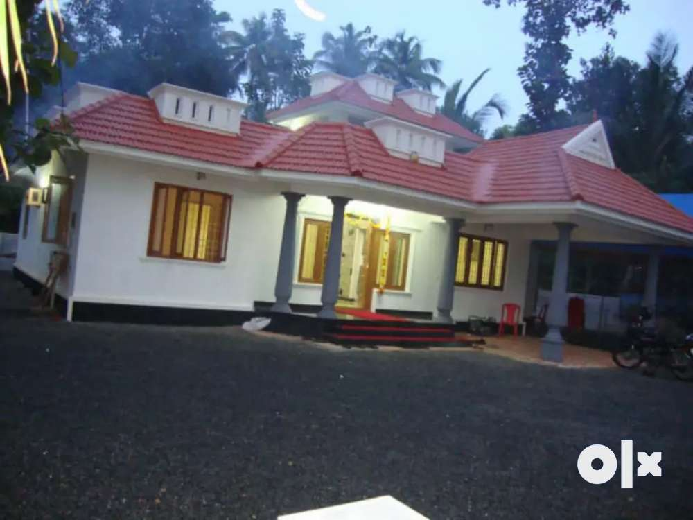 22 cent land and 5 years old house in kidangoor town.