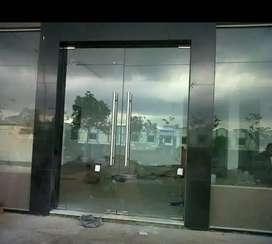 Pintu kaca ruko ukuran lebar 5m bisa disesuaikan tempered 12mm