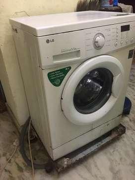 LG washing machine of front load , 5.5 kgs lnverter directdriveF8068LD