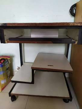Computer trolly table