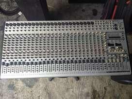 Mixer behringer sl 3242 fx
