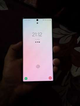 Note 10 plus12 gb ram 256 storage scratchless 17 month old