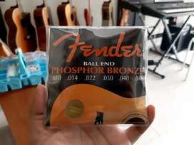 Senar gitar akustik Fender